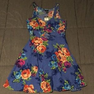 NEW Floral keyhole mid-length dress sz Medium